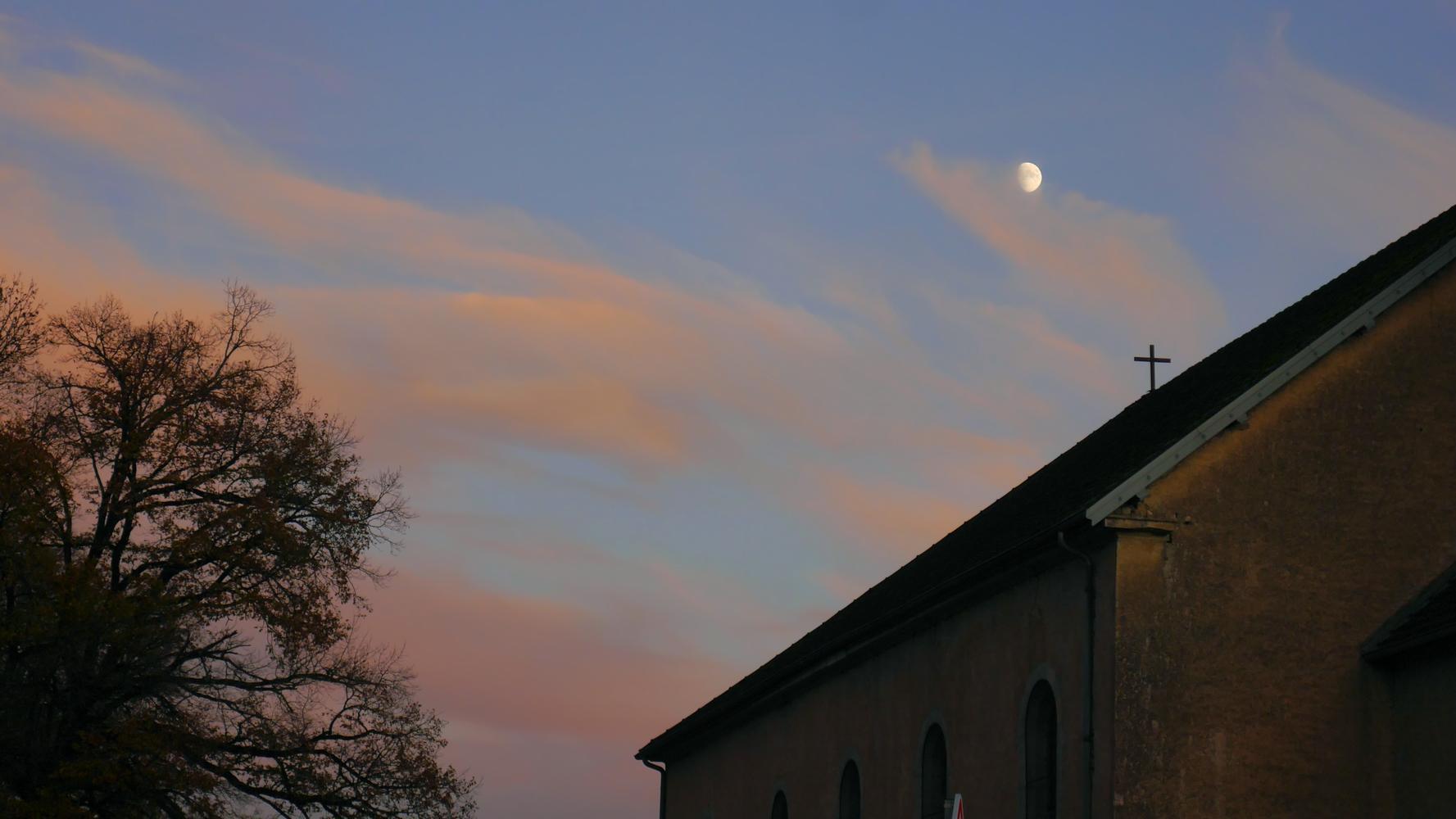 église et la lune 2020