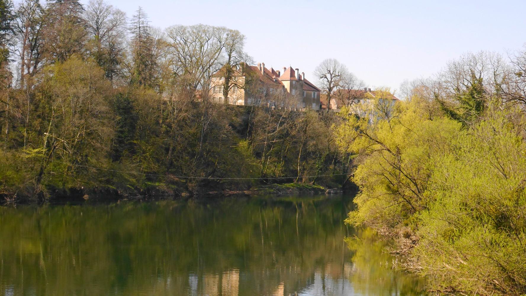 Avril 2021 Le Doubs et le château de Roset-Fluans